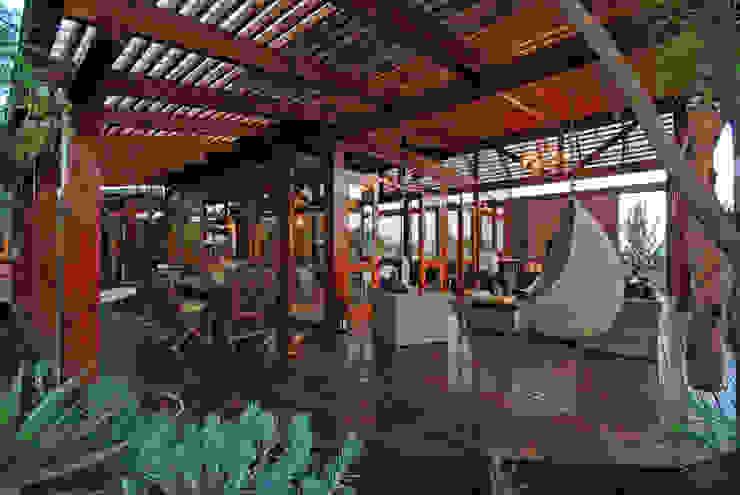 Veranda by Hugo Hamity Architects Modern