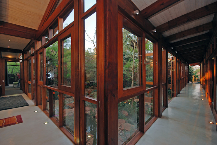 Natural Corridor Modern Corridor, Hallway and Staircase by Hugo Hamity Architects Modern