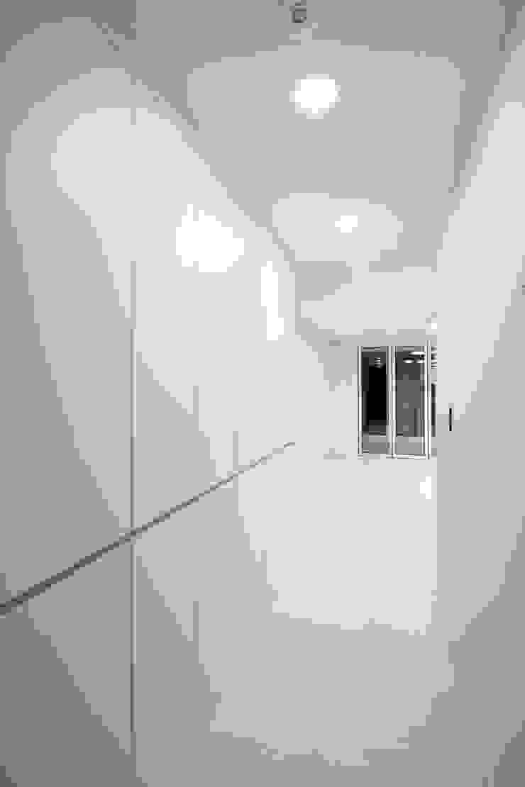 한 인테리어 베스트타운 아파트 모던스타일 복도, 현관 & 계단 by 한 인테리어 디자인 모던