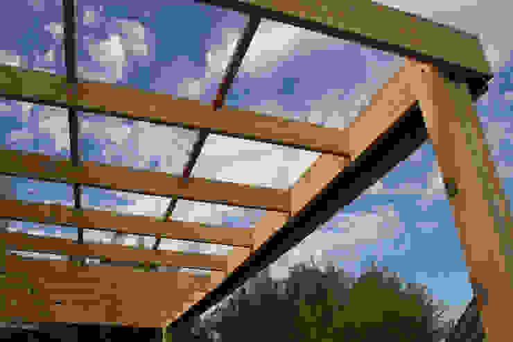 Proyecto - Dirección - Construccion de techo interior y pergola exterior - Mar del Plata. de GRUPO CONSARQ Moderno Madera Acabado en madera
