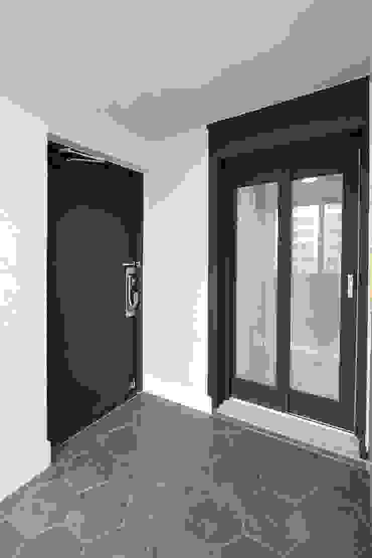 한 인테리어 현대3차 주공아파트 모던스타일 복도, 현관 & 계단 by 한 인테리어 디자인 모던