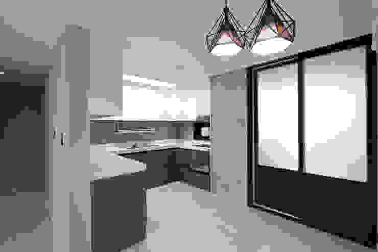 한 인테리어 현대3차 주공아파트 모던스타일 주방 by 한 인테리어 디자인 모던