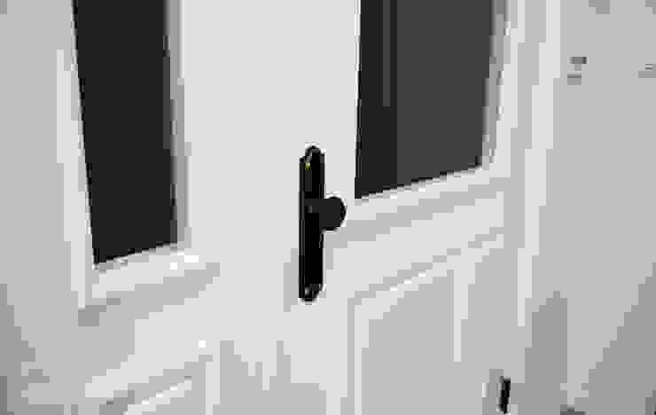리인홈인테리어디자인스튜디오 Modern style doors