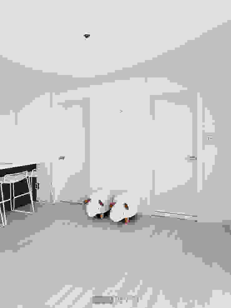 지승아이디 Puertas de estilo minimalista