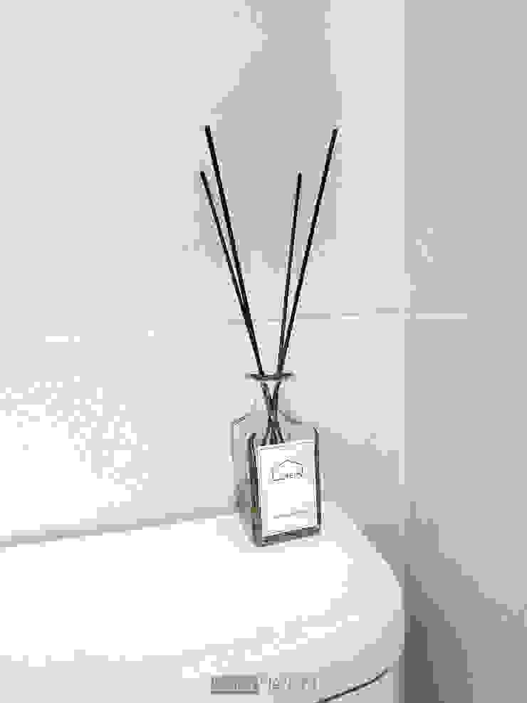 지승아이디 Baños de estilo minimalista