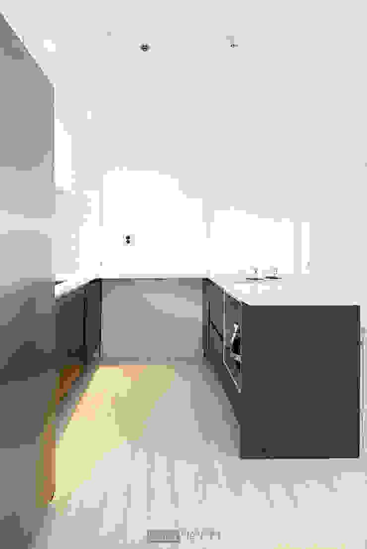 지승아이디 Cocinas de estilo minimalista