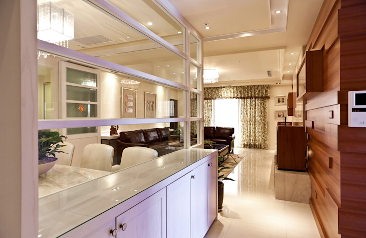 雋 經典風格的走廊,走廊和樓梯 根據 松泰室內裝修設計工程有限公司 古典風 實木 Multicolored