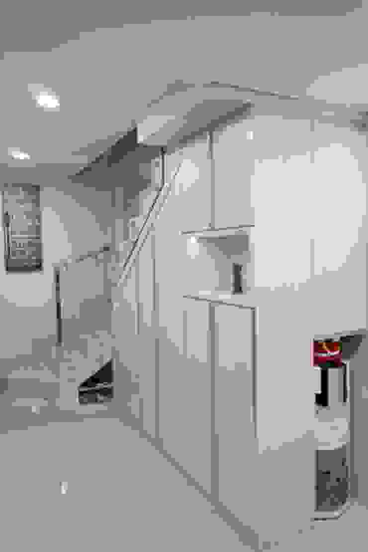 Cabinet Shoes Area Oleh Cendana Living Minimalis