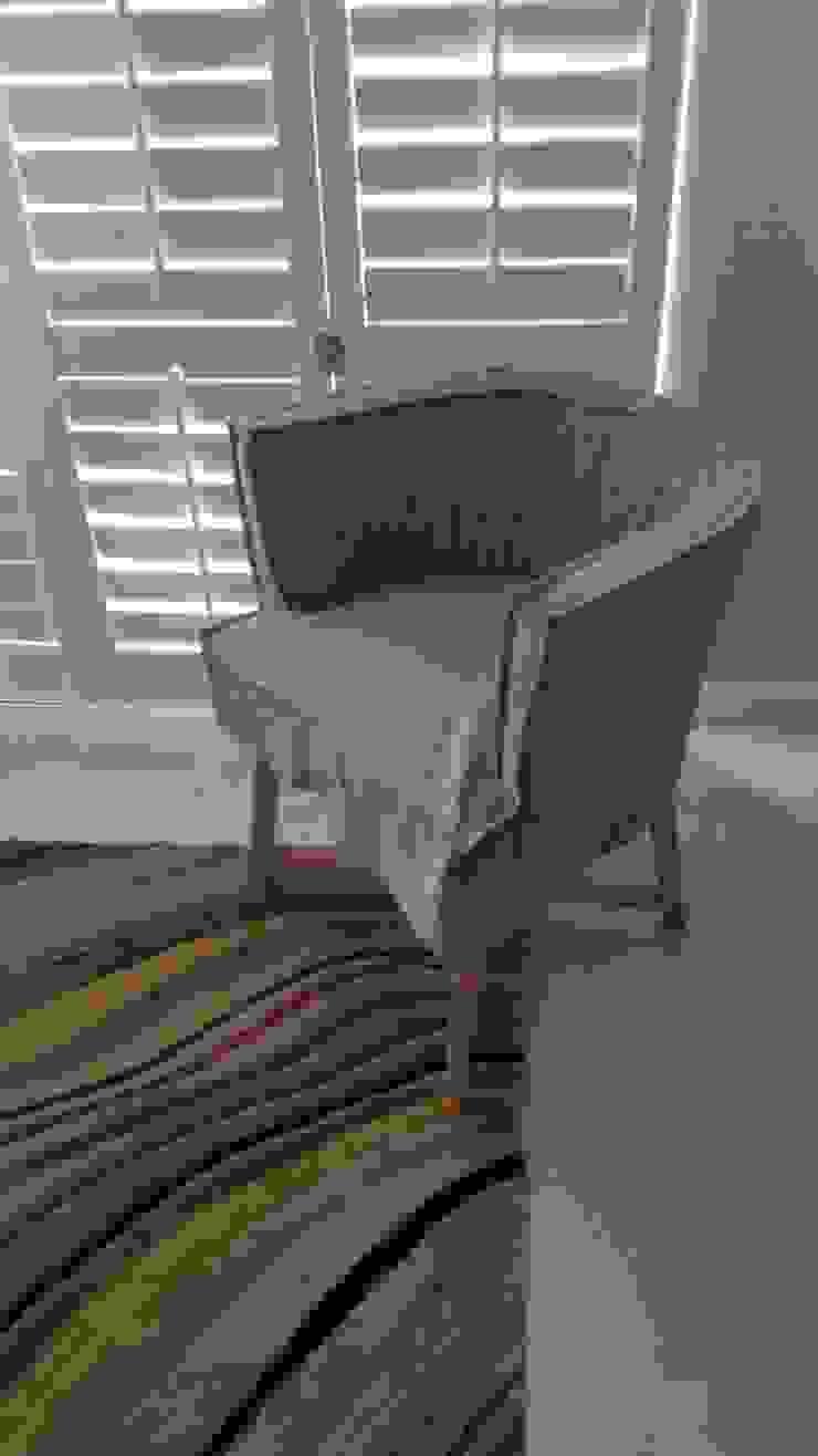 Bedroom : modern  by MINIM INTERIOR DESIGN, Modern Flax/Linen Pink