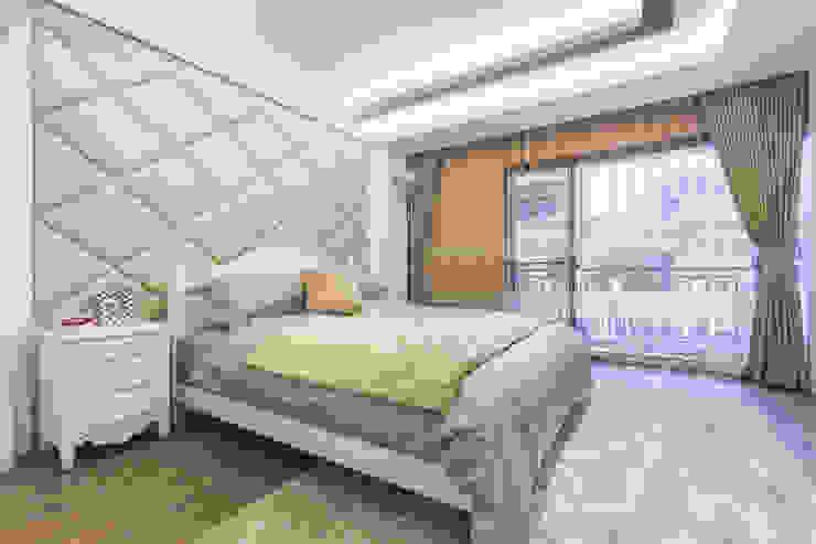 Dormitorios clásicos de 騰龘空間設計有限公司 Clásico
