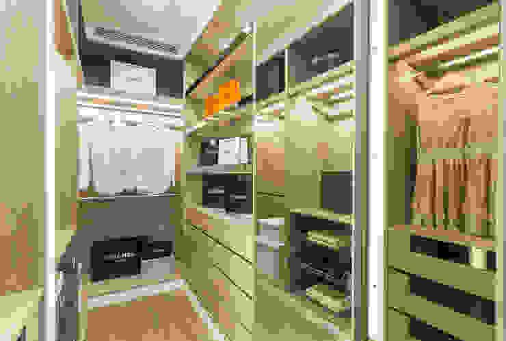 Closets de estilo clásico de 騰龘空間設計有限公司 Clásico
