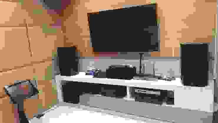 Ruang Karaoke Oleh Cendana Living Minimalis