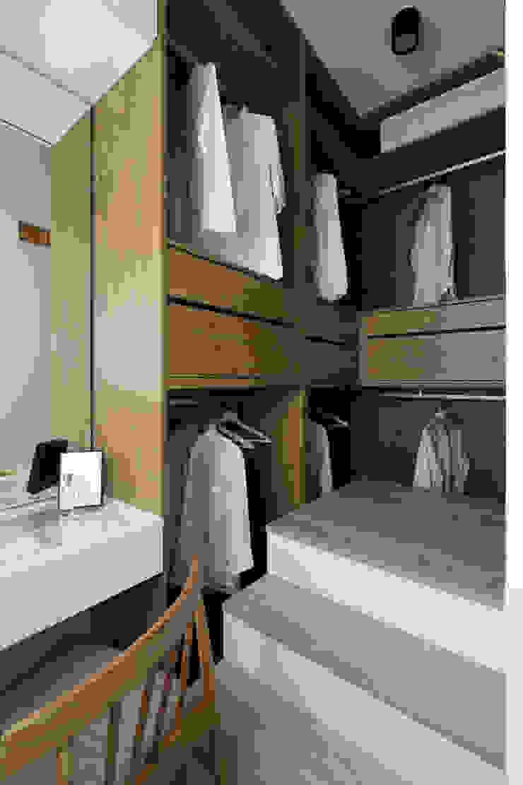 Walk in closets de estilo escandinavo de Moooi Design 驀翊設計 Escandinavo