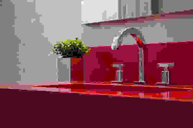 LR Arquitetura Modern bathroom