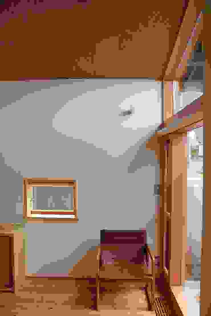 Modern living room by 北村建築設計事務所 Modern