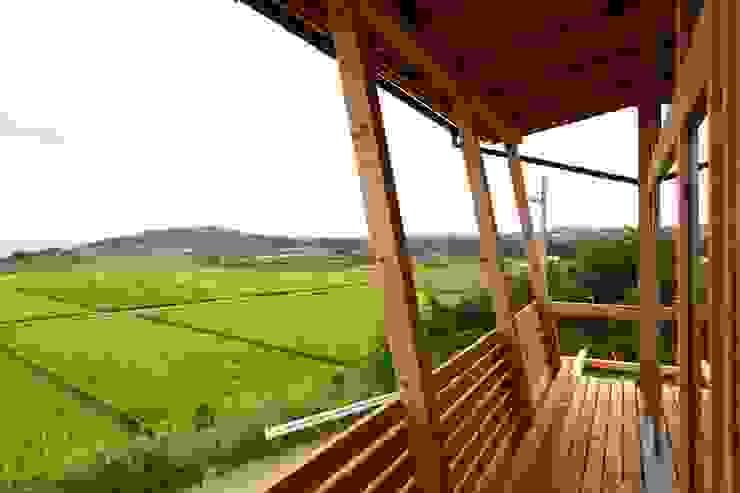 北村建築設計事務所 Balcones y terrazas de estilo moderno