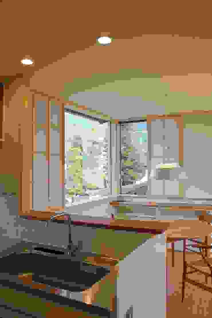 Modern dining room by 北村建築設計事務所 Modern