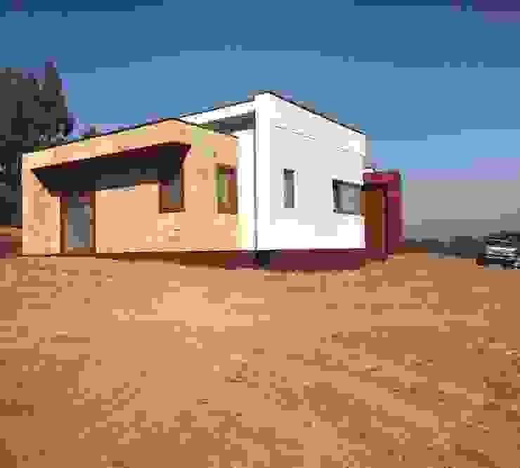 Fachada lateral Vivienda Premium 125m2 Fundo Loreto. de Territorio Arquitectura y Construccion - La Serena Moderno Madera maciza Multicolor