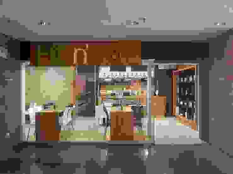 Fachada del local culminada MARATEA estudio Restaurantes Vidrio
