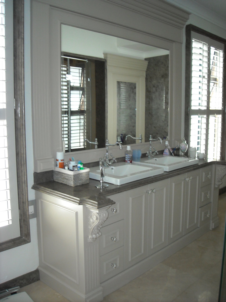 Main bathroom vanity unit Eclectic style bathrooms by CKW Lifestyle Associates PTY Ltd Eclectic Wood Wood effect
