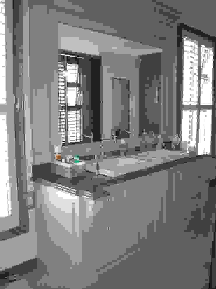 에클레틱 욕실 by CKW Lifestyle Associates PTY Ltd 에클레틱 (Eclectic) 우드 우드 그레인