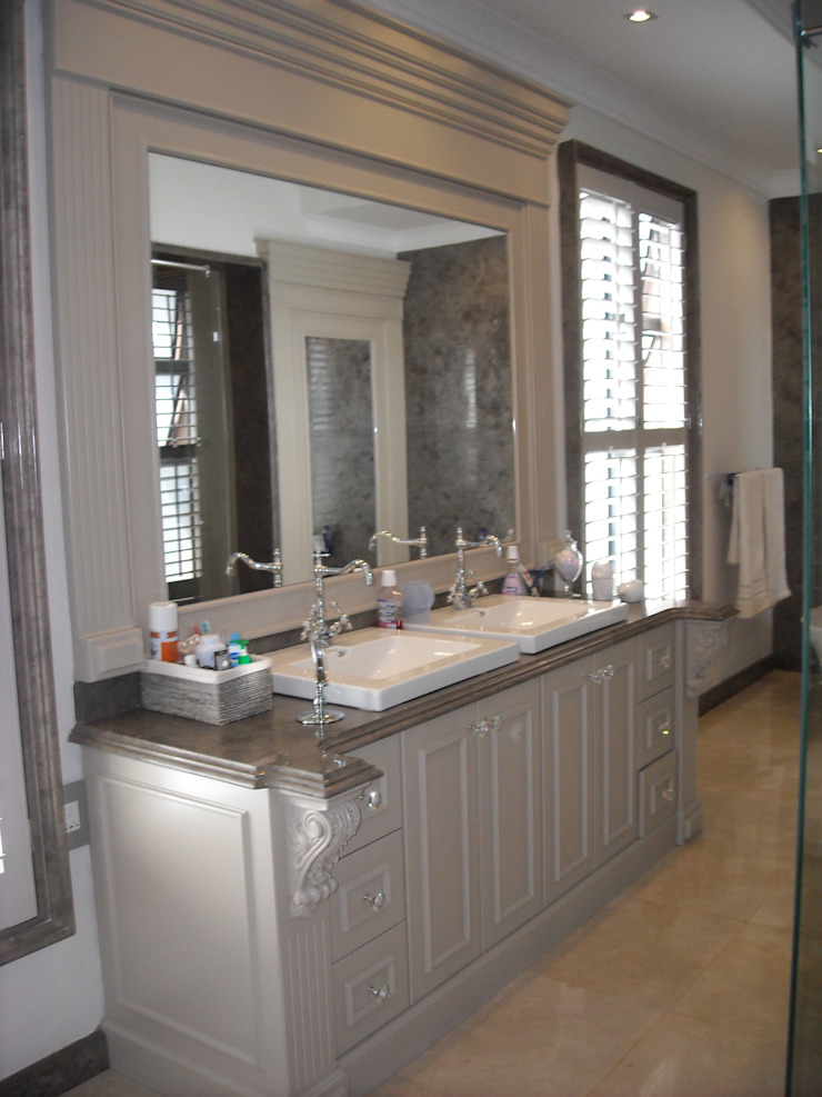 Main Bathroom Vanity Unit & Mirror Eclectic style bathroom by CKW Lifestyle Associates PTY Ltd Eclectic Wood Wood effect