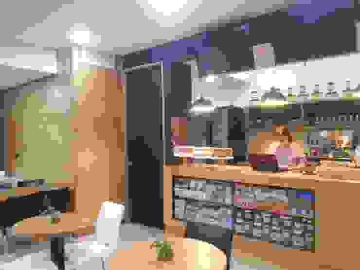 Barra de atención al público. Mueble de exhibición MARATEA estudio Restaurantes Madera