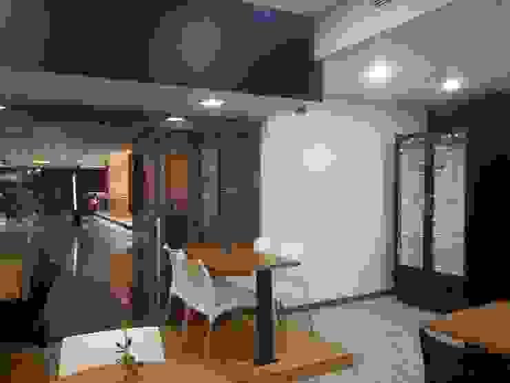 Área de mesas MARATEA estudio Restaurantes Madera Acabado en madera