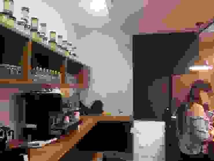Vista interna del área de trabajo. Barra MARATEA estudio Restaurantes