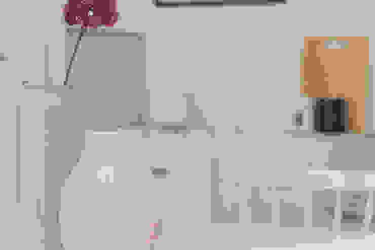 Modern kitchen by Boite Maison Modern