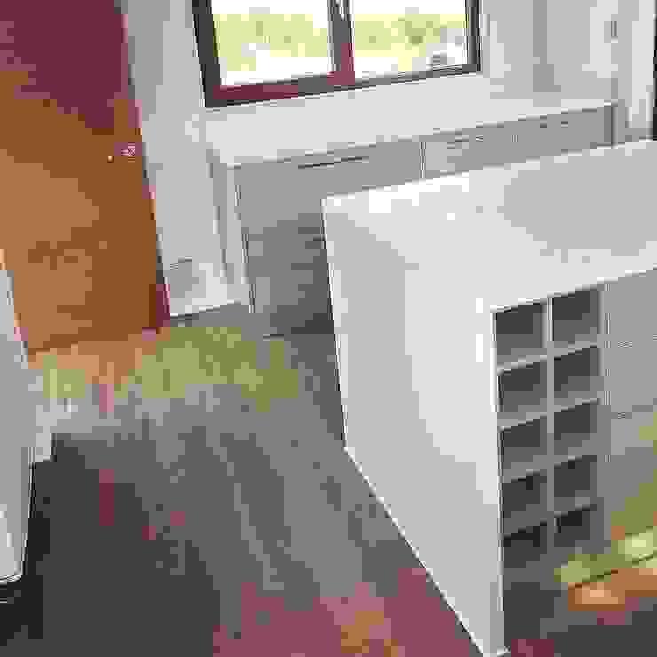 Mueble isla cocina. Vivienda Lt37 Premium 125m2 Fundo Loreto. de Territorio Arquitectura y Construccion - La Serena Moderno Compuestos de madera y plástico