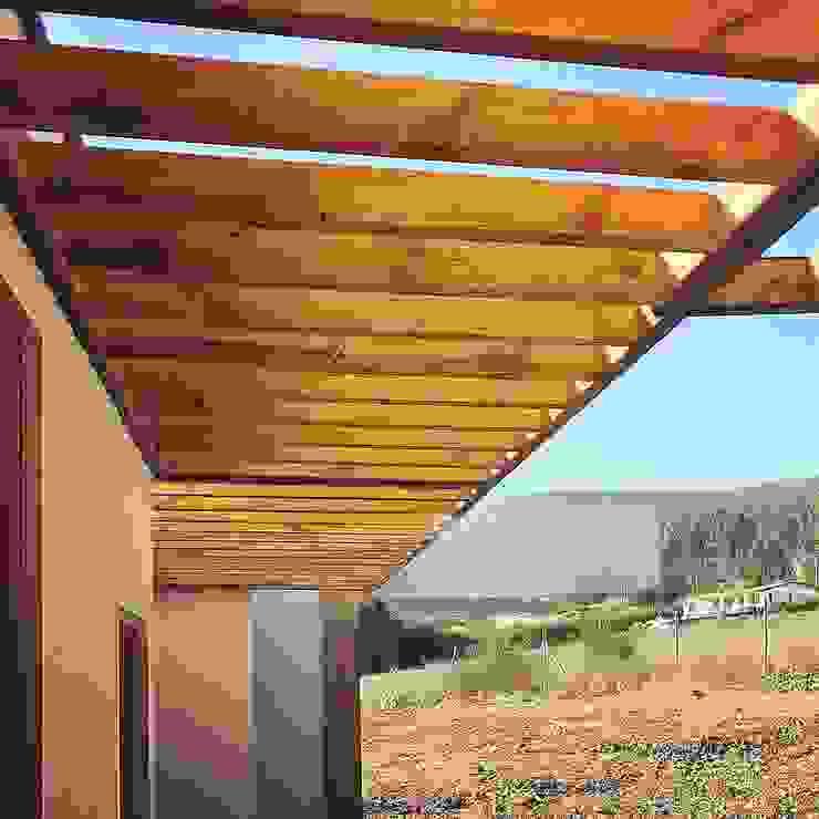 od Territorio Arquitectura y Construccion - La Serena Nowoczesny Kompozyt drewna i tworzywa sztucznego