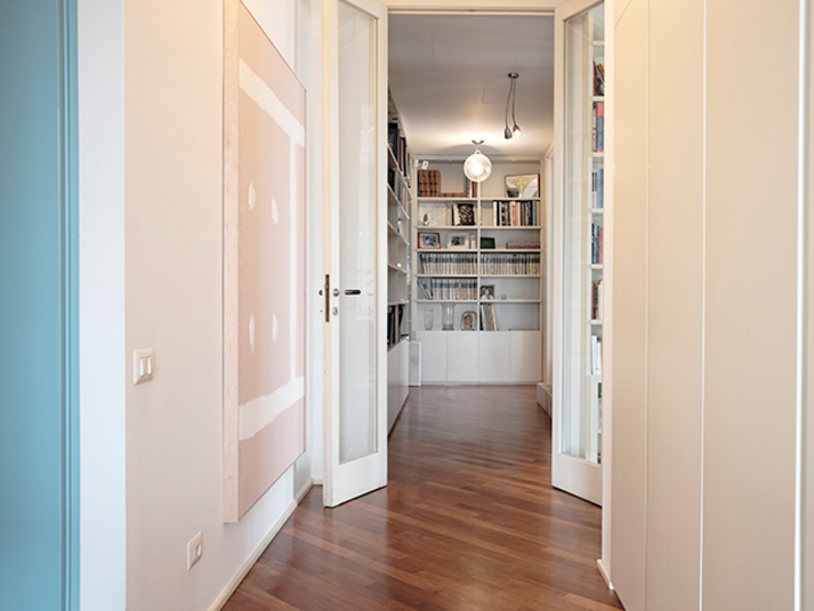 studionove architettura Classic style corridor, hallway and stairs Pink