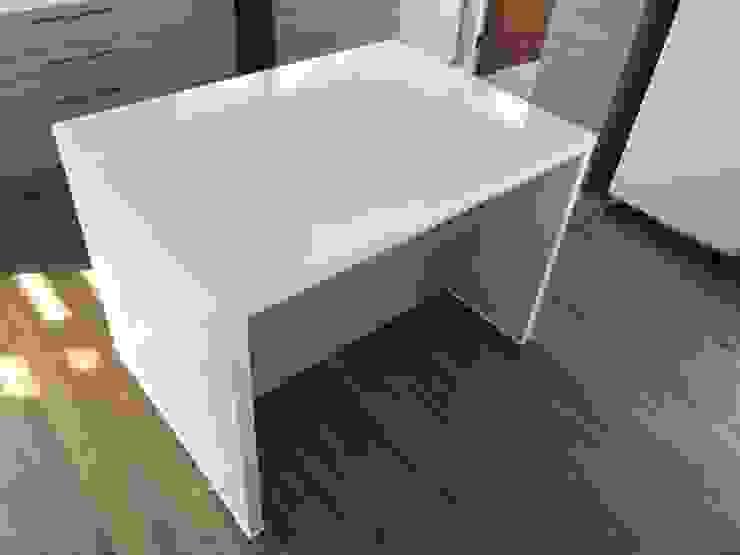 Mueble isla cocina. Vivienda Lt37 Premium 125m2 Fundo Loreto. de Territorio Arquitectura y Construccion - La Serena Minimalista Compuestos de madera y plástico