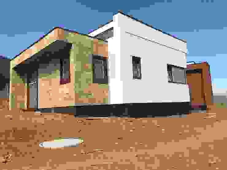 Fachada Principal Vivienda Lt37 Premium 125m2 Fundo Loreto de Territorio Arquitectura y Construccion - La Serena Moderno Piedra