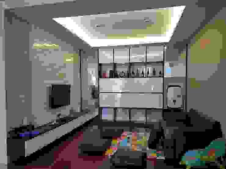 Living Room Green Lake City Ruang Keluarga Modern Oleh Gaiyuu Jaya Abadi Modern