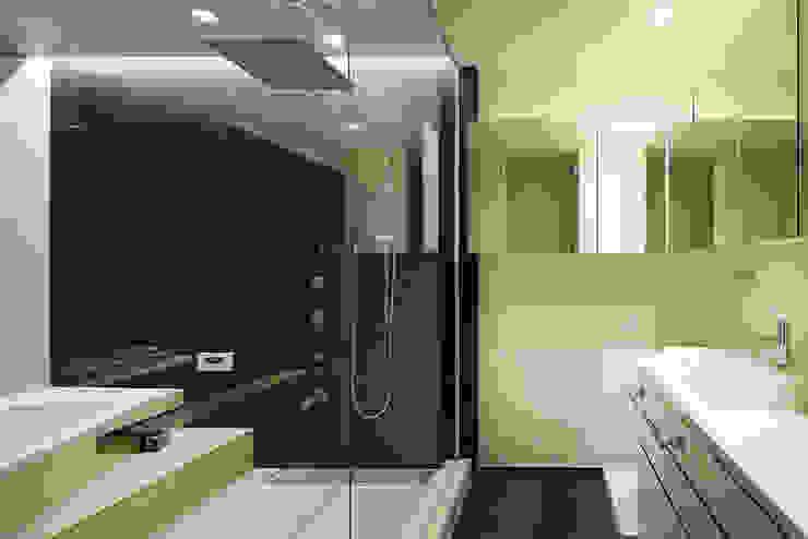 *studio LOOP 建築設計事務所 Modern Bathroom