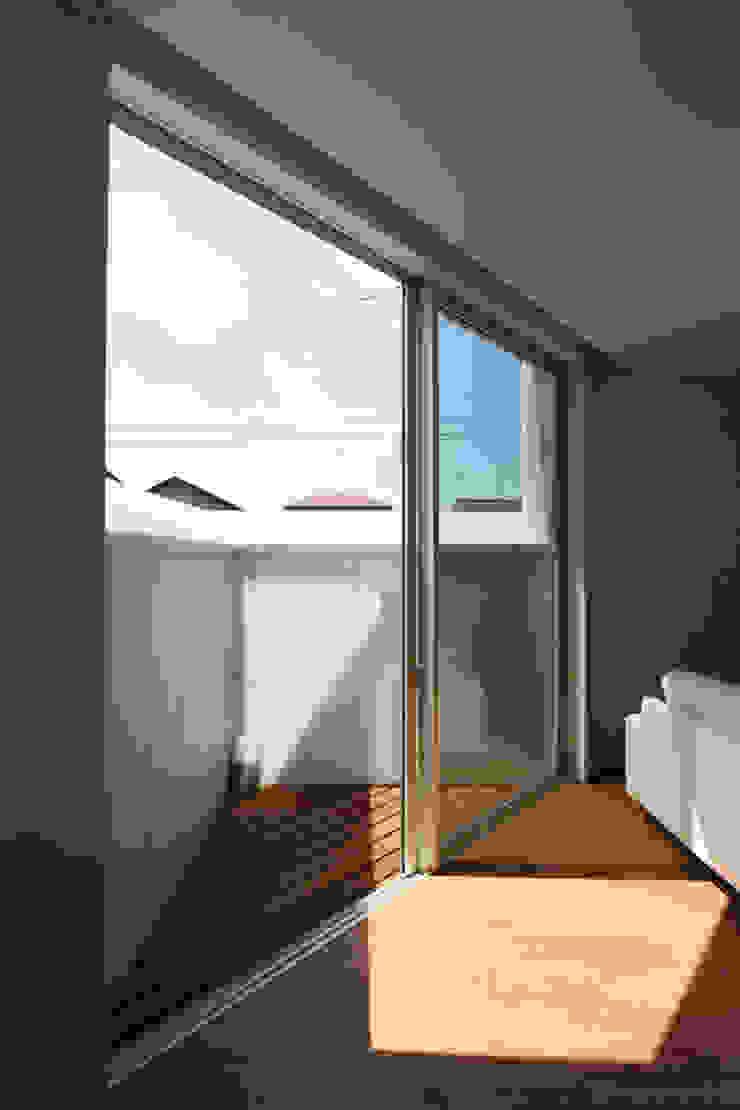 *studio LOOP 建築設計事務所 بلكونة أو شرفة