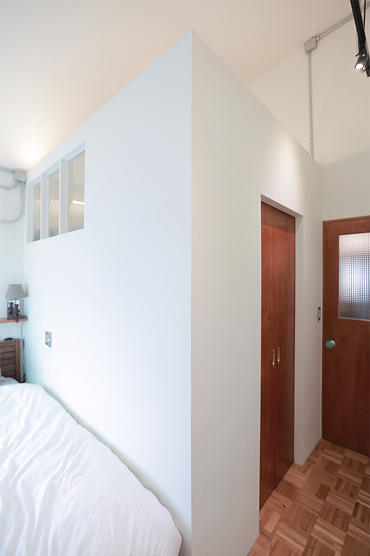 18평 빌라, 탑층 활용기 러스틱스타일 드레싱 룸 by 미우가 디자인 스튜디오 러스틱 (Rustic)