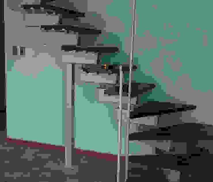 Proceso de instalación escalera modular Rintal modelo Tech en Chile por Las Américas de Constructora Las Américas S.A. Moderno