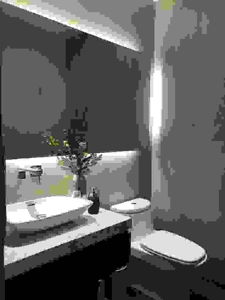 Modern Bathroom by De Firma Muebles Modern Marble