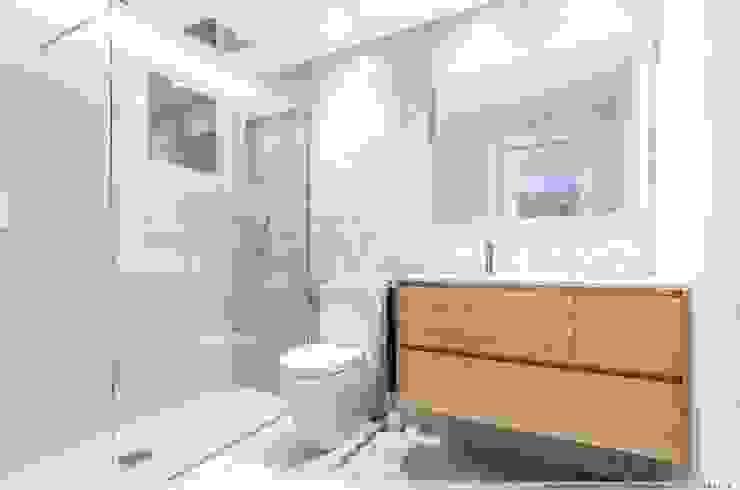Reforma Integral de Vivienda Baños de estilo minimalista de TALLER VERTICAL Arquitectura + Interiorismo Minimalista