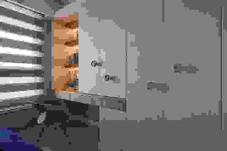 Scandinavian style bedroom by 辰林設計 Scandinavian