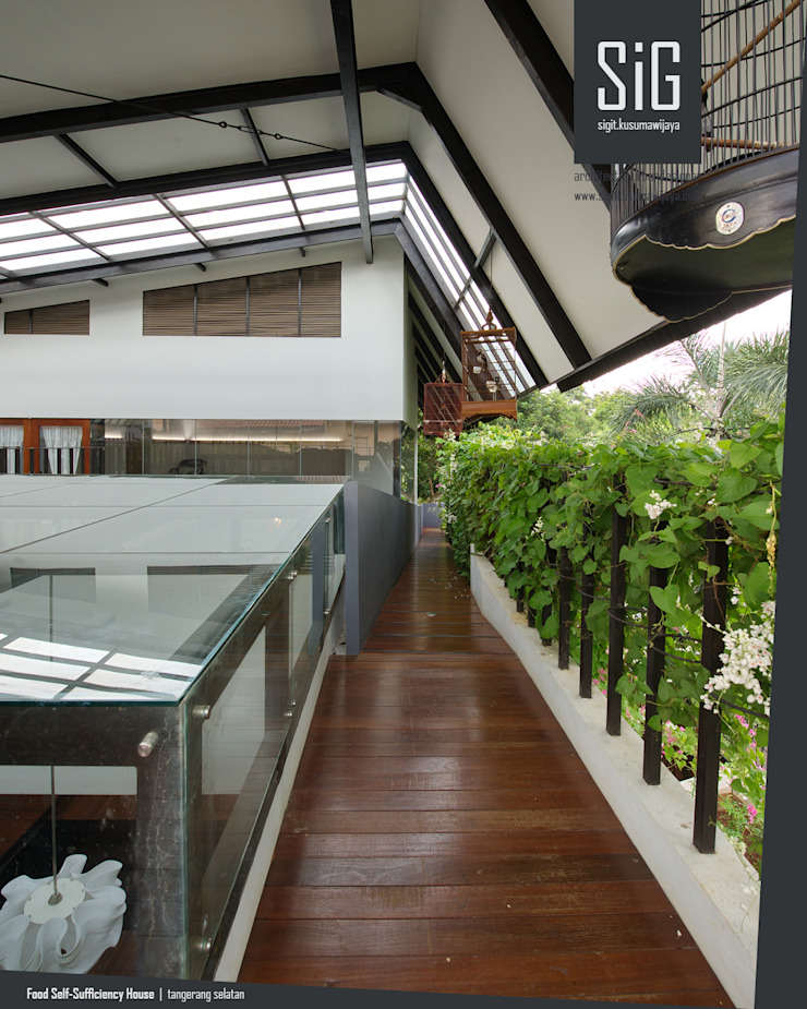 Rumah Kebun Mandiri Pangan (Food Self-Sufficiency House) Koridor & Tangga Minimalis Oleh sigit.kusumawijaya | architect & urbandesigner Minimalis Kayu Wood effect