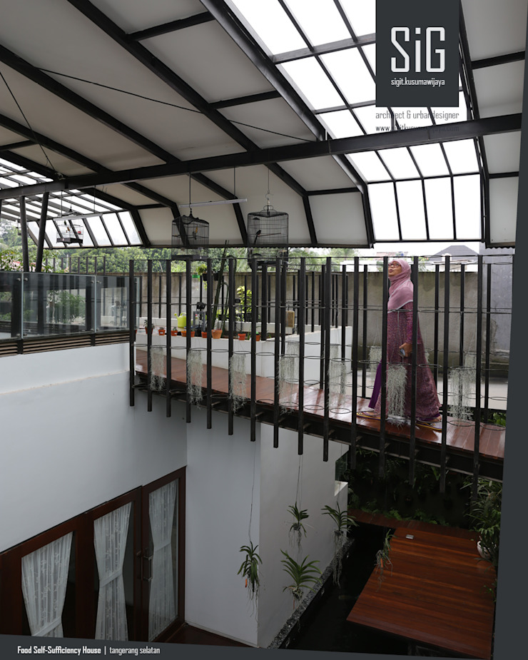 Rumah Kebun Mandiri Pangan (Food Self-Sufficiency House) Koridor & Tangga Minimalis Oleh sigit.kusumawijaya | architect & urbandesigner Minimalis Besi/Baja