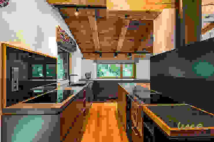 Кухня в стиле кантри от UNA plant Кантри