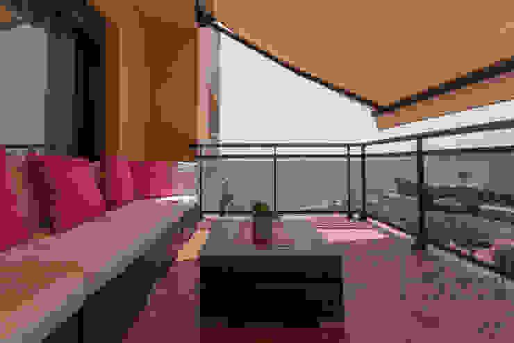 ROX & IRE IBIZA SL Balkon, Beranda & Teras Gaya Mediteran
