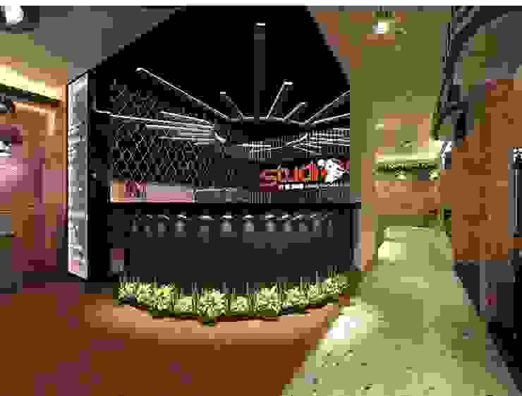 Karaoke entrance and public hall Koridor & Tangga Modern Oleh VaDsign Modern Kaca