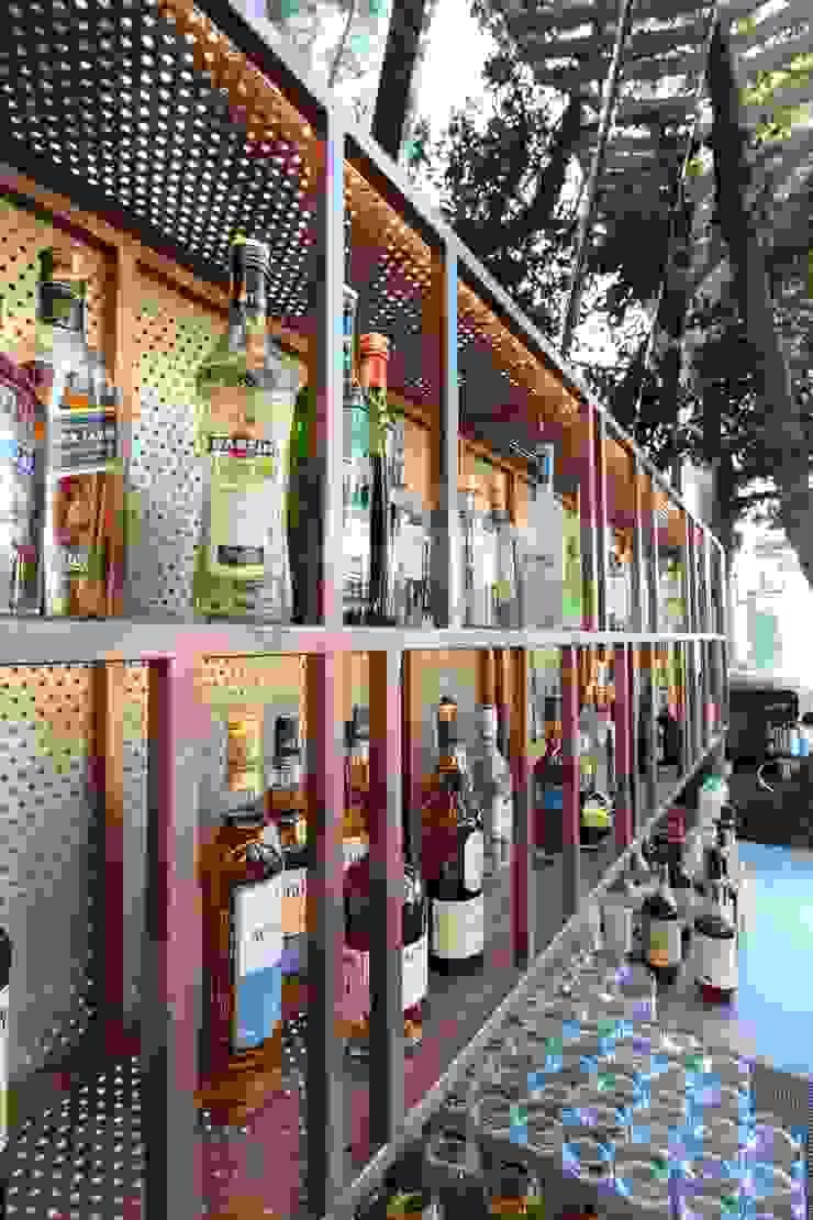 Open Air Bar Hầm rượu phong cách nhiệt đới bởi Orkun İndere Interiors Nhiệt đới