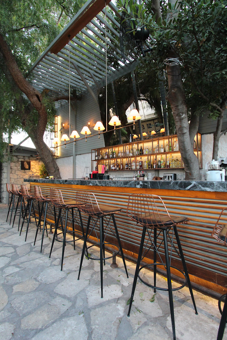 Open Air Bar bởi Orkun İndere Interiors Nhiệt đới